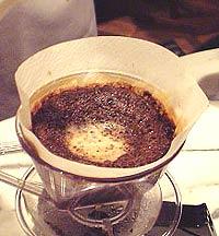 コーヒーの淹れ方 中央の泡の色が薄くなったら止める