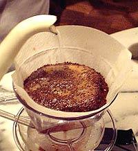 コーヒーの淹れ方 メイン【1】 (3)泡を拡げる1