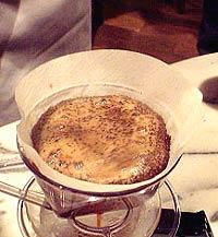 コーヒーの淹れ方 メイン【1】 (3)泡を拡げる2
