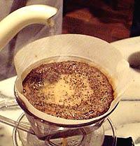 コーヒーの淹れ方 メイン【2】 (4)高さを保つ